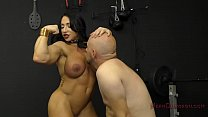 Screenshot Muscle Queen  Brandi Mae Makes Her Slave Lick He...