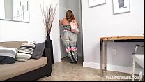 Big Booty Wi fe Shakes Her Ass for Hubby