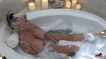 Screenshot Hot MIlf in  Bubble Bath - Sally D'angelo