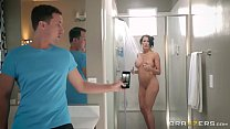Screenshot Brazzers - S tep son catches (Reagan Foxx) in th...