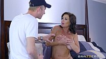 Screenshot Brazzers - V eronica Avluv - Mom Got Boobs