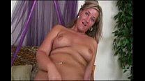 Chunky Blond e Is Riding Cock