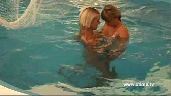 cover video Lesbians Playing With Dildo In A Pool