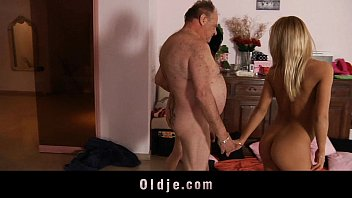 cover video Lesbian Teens Have Threesome With Old Fart