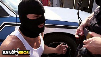 thumb  Officer Molly Jane Catches A Criminal In The Act And Makes Him Pay