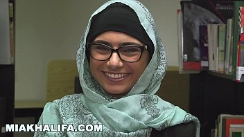 thumb Mia Khalifa Lebanese Queen Removes Her Hijab And Clothes In A Public Library