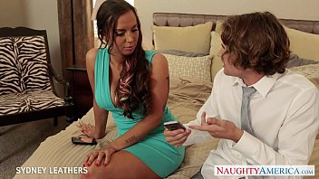 thumb Busty Pornstar Sydney Leathers Gives Oral Sex