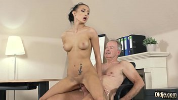 cover video Young Teenager Fucked Hardcore By Big Cock Bori