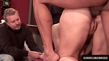 cover video Blonde Wife Heidi Mayne Takes It Up The Ass While Her Cuck Watches
