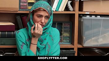 cover video Shoplyfter Hot Muslim Teen Caught Amp Harassed