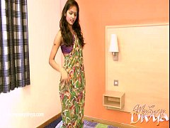 thumb divya yogesh  takes off her clothes in a solo scene