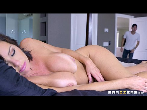 cover video s   veronica  avluv   mom got boobs